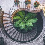 【家づくり】回り階段を設けるなら位置に注意!ポイントはここ