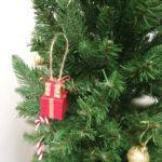 新居のリビングにクリスマスツリーを飾り付け